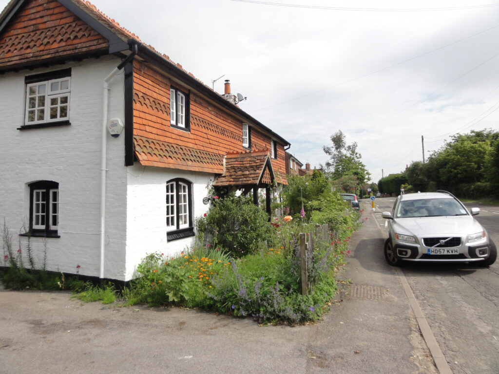 Garden Cottage: this dwelling is so well preserved as if time has stood still since the 19th Century. A credit to the owner :) Formerly known as the Apiary Worlds End Beedon